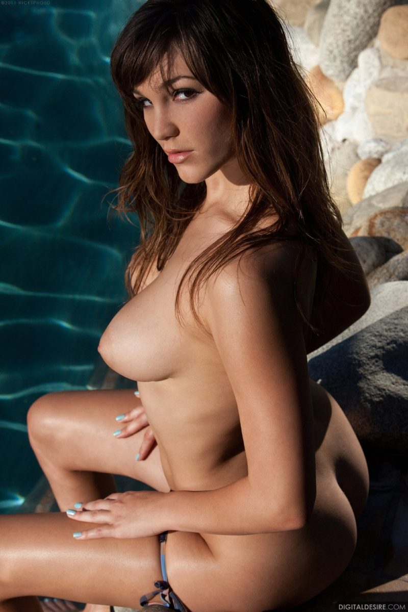 Holly Michaels by the pool bikini Holly Michaels pool Pretty Ladies