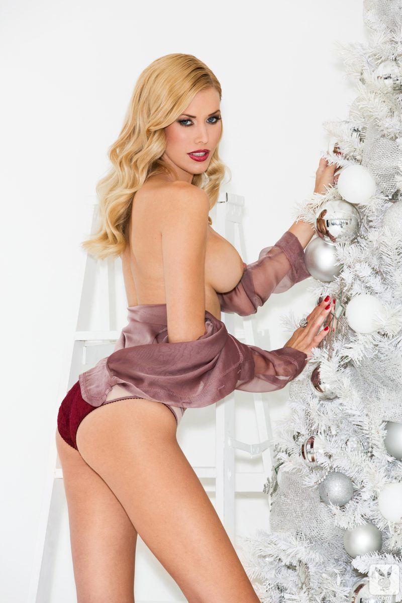 Kennedy Summers – Christmas preparations blonde christmas tree Kennedy Summers playboy Super Chicks xmas