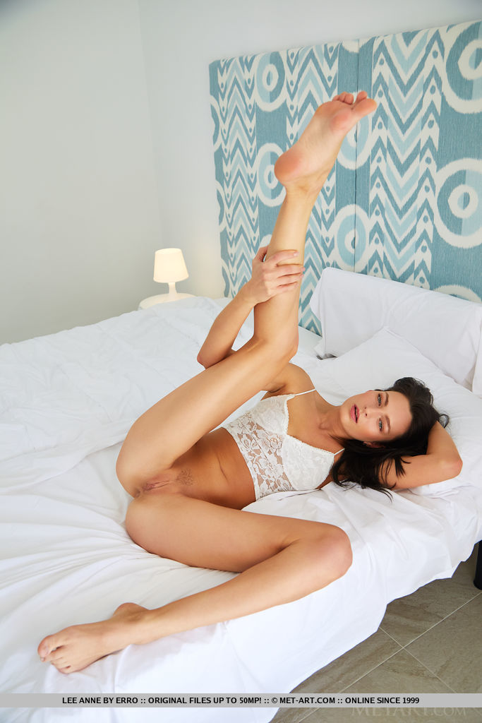 Leanne Lace in bedroom