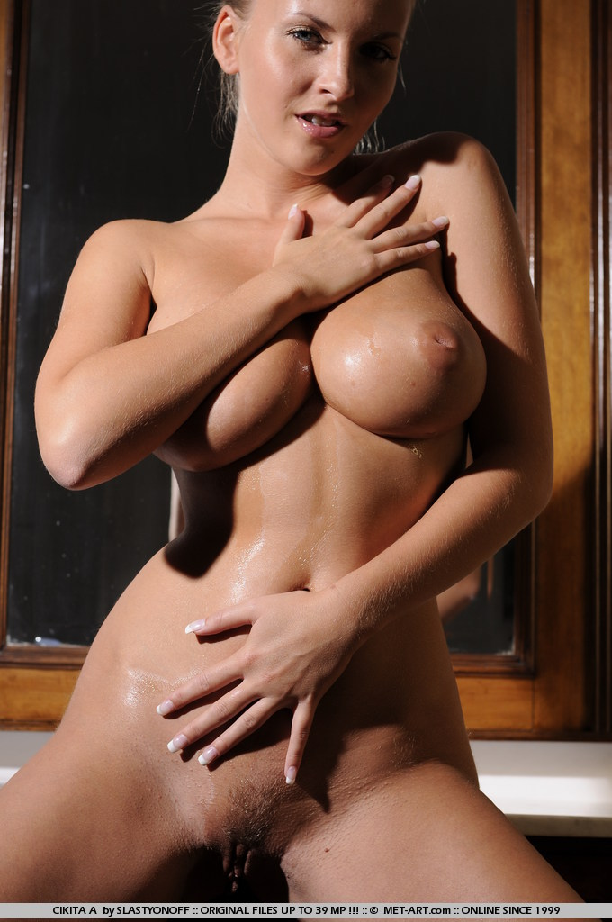 Chikita – Oiled boobs