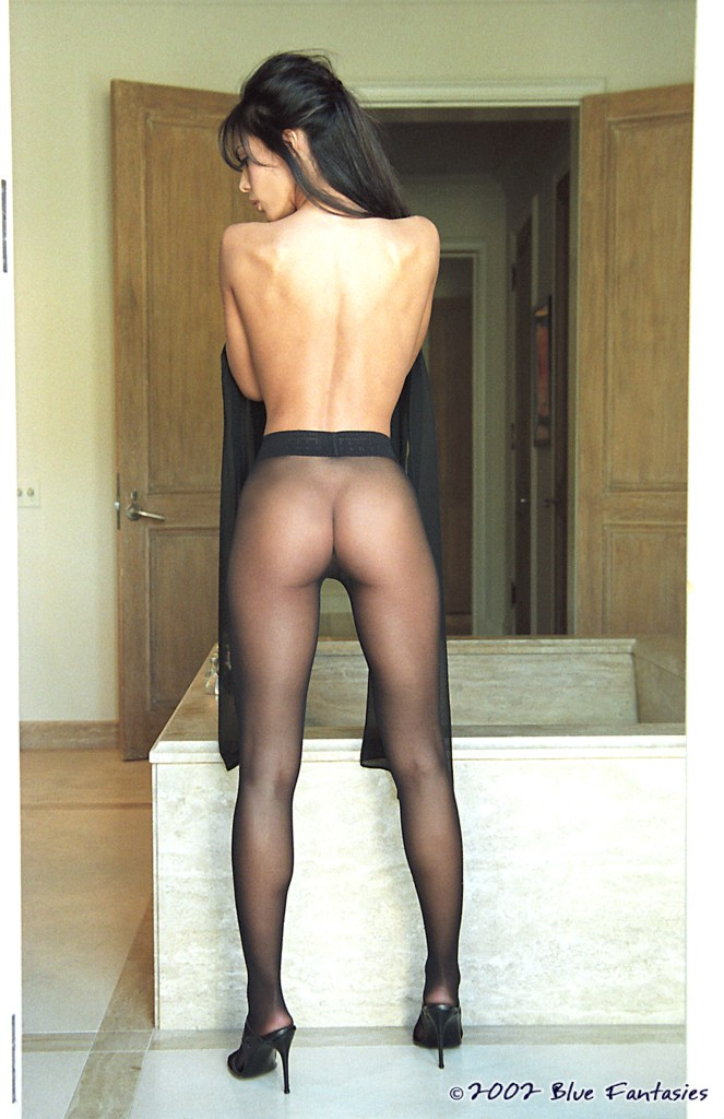 Linda O'Neil in black pantyhose