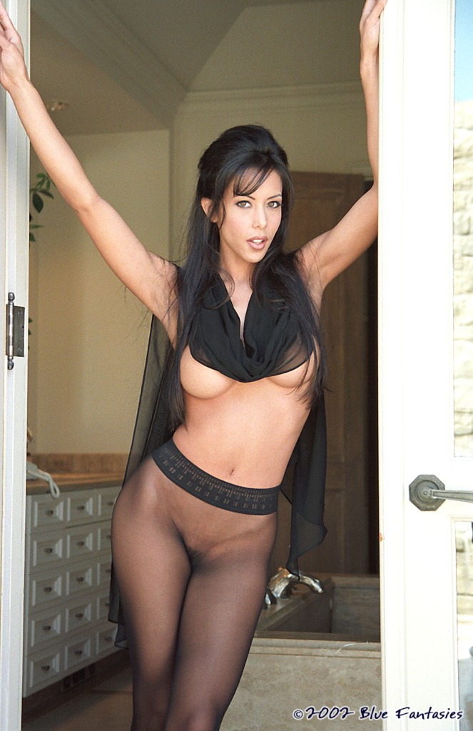 Linda O'Neil in black pantyhose ass brunette linda o'neil pantyhose