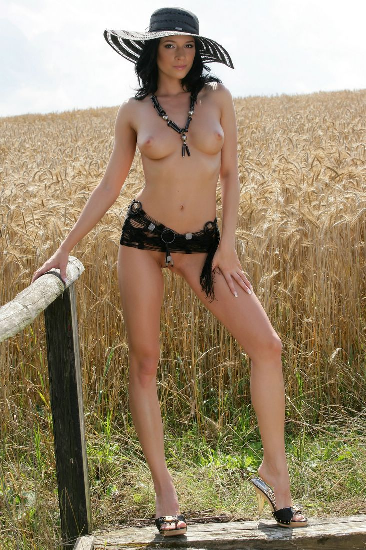 Gwen on grain field big tits brunette gwen public